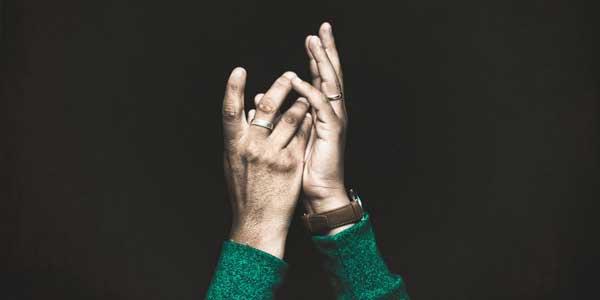 Furnicături sau amorțeală în mâini şi picioare