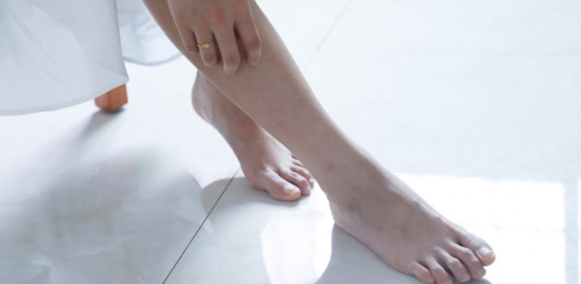 piciorul stâng umflat fără durere